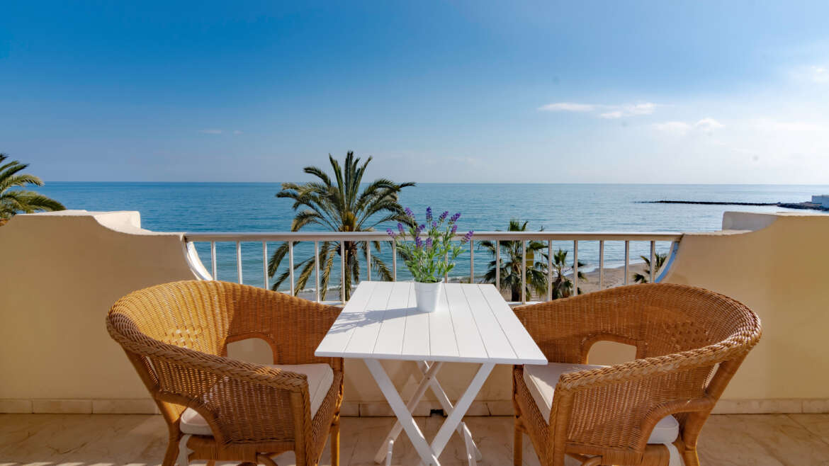 MARBELLA SEAFRONT 3 BEDROOM APARTMENT